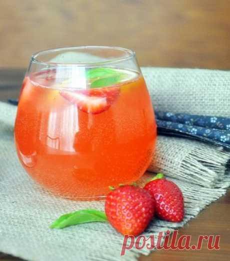Лимонад с клубникой и базиликом : Напитки безалкогольные