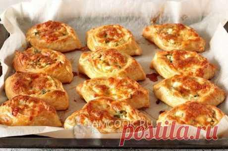 Ленивые пирожки без замеса (из готового слоеного теста) — рецепт с фото пошагово