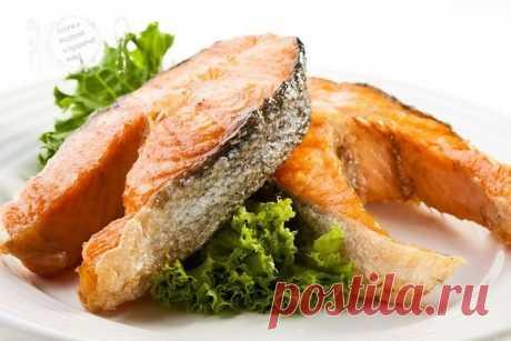 Чтобы жареная рыба получилась вкусной и сочной, с зажаристой корочкой, ее нужно замочить на 2 часа в молоке, затем обвалять в муке и обжарить.💧 👈 | OK.RU