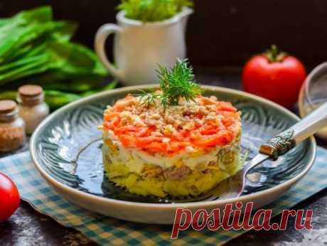 Салат из печени трески с яблоком и грецкими орехами