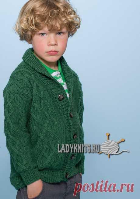 Вязаный спицами красивый жакет для мальчика от 2 до 12 лет, описание