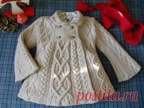 Красивенное вязанное пальто для девочки... вязаное пальто для девочки спицами с описанием