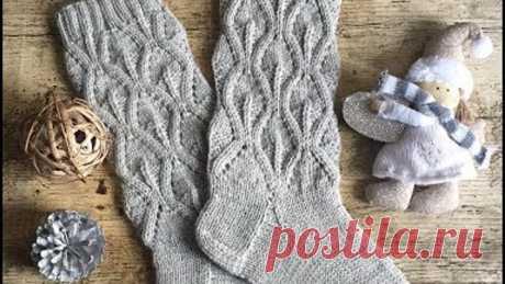 Вяжем спицами красивые ажурные носочки