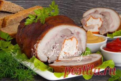 Рулет из свиной рульки Предлагаю простой рецепт мясного блюда - приготовим рулет из свиной рульки с куриной грудкой  и морковью.