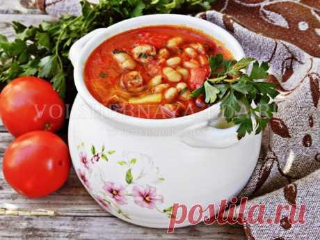 Острый суп с фасолью, колбасками и перцем | Волшебная Eда.ру Как приготовить согревающий зимний суп на курином бульоне с консервированной фасолью, колбасками и перцем.