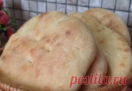 Лень идти за хлебом: взяли 200 грамм муки за минуты напекли гору лепешек