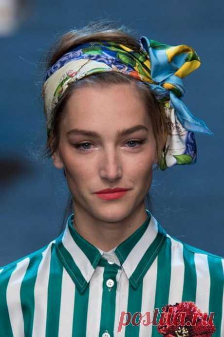 5 способов носить платки, косынки и легкие шарфы, чтобы быть яркой и стильной