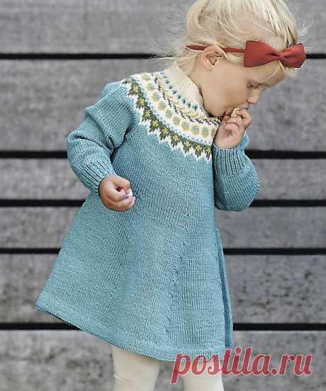 Голубое платье с круглой кокеткой - схема вязания спицами с описанием на Verena.ru