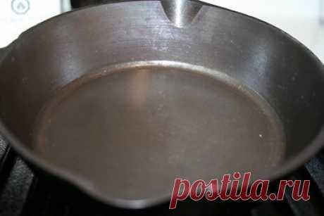 """Как чугунную посуду легко сделать не пригорающей, """"тефлоновой""""?."""