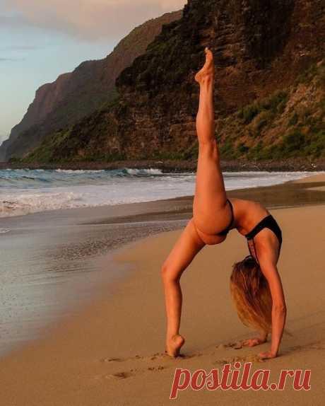 «Слова не могут описать всю ценность йоги. Это нужно почувствовать» Б.К. С. Айенгар.  Секрет эффективности йоги: стройности, спортивности, красивой фигурке с грацией кошки - в регулярности практики.  #йога #лето #фото #йогафото #йогапрактика