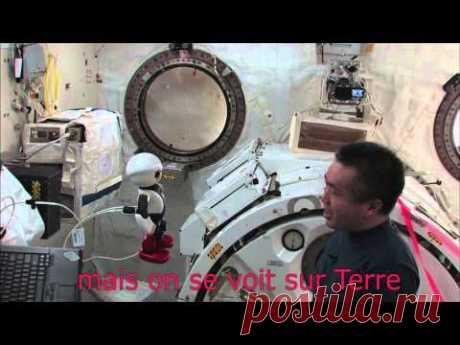 Японский астронавт трогательно попрощался со своим компаньоном - говорящим андроидом Киробо, который остается на МКС (ВИДЕО)