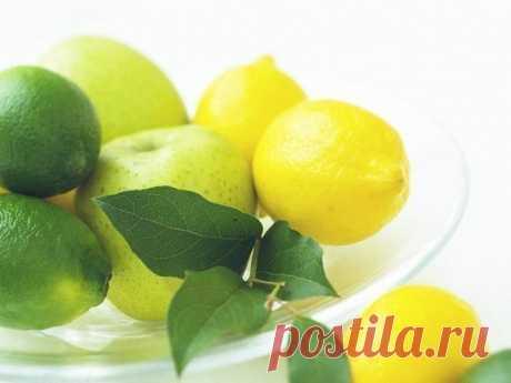 Ваше сердце и лимон  Полезные рецепты для сердца и сосудов.  1. 100 грамм очищенного чеснока перемолоть и залить соком из 6 лимонов. Все перемешать и положить в банку, закрыть марлей. Хранить в прохладном месте. Принимать по 1 ч. ложке, запивая теплой водой (желательно талой). Показать полностью…
