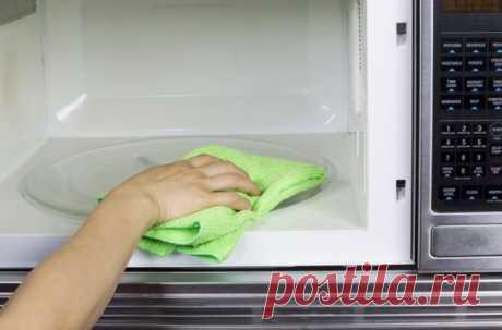 Как быстро помыть микроволновку внутри: полезные лайфхаки для бескомпромиссной чистоты