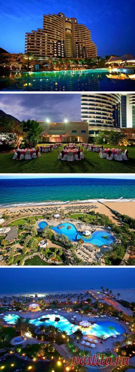 El hotel hermoso con el tipo panorámico al Océano Índico. Al-Aka, OAE