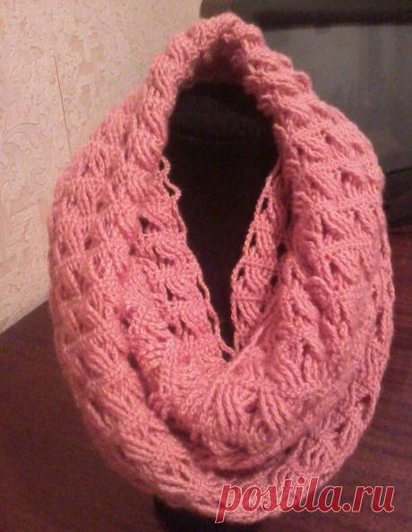 Два шарфа крючком узором из скрещенных столбиков.
