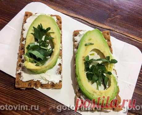Полезные бутерброды с авокадо и сыром.