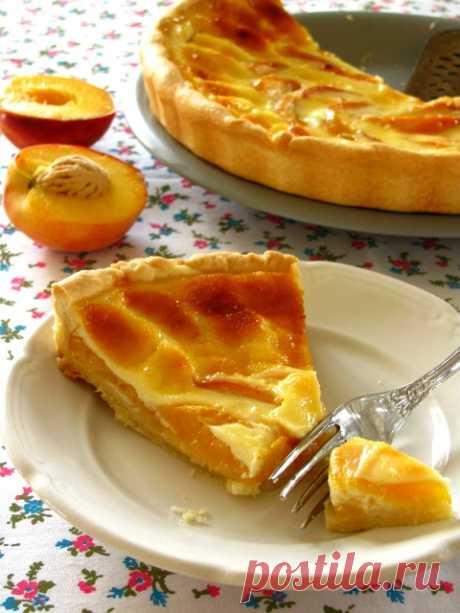 Пирог с персиками и сметанной заливкой - очень вкусным такой пирог получается и с клубникой