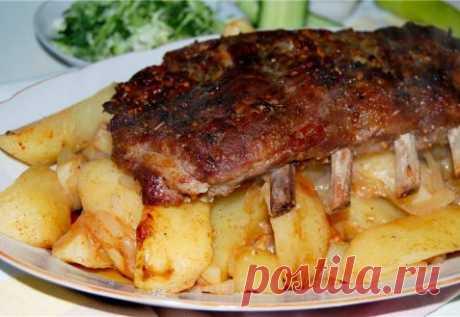 Свиные ребра с картошкой в рукаве.