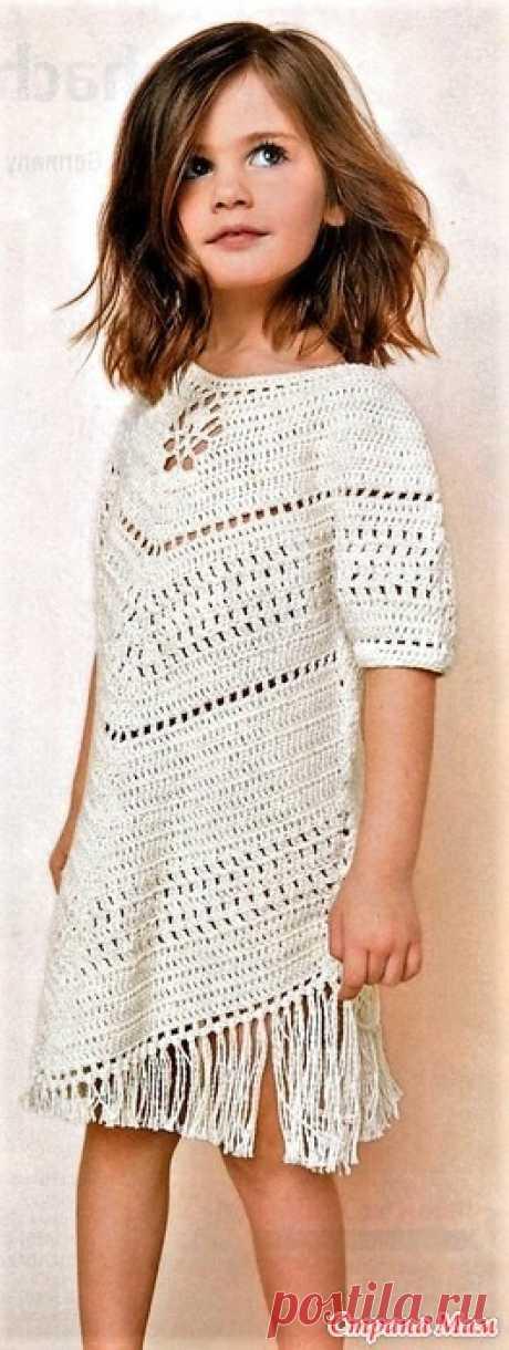 """На зависть взрослым! Модное платье с асимметрией для девочки Современная детская мода настолько интересная что даже взрослые дамы позавидуют.Крой узор декор-все очень удачно!  """"Вязание ваше хобби"""" №7 2019"""