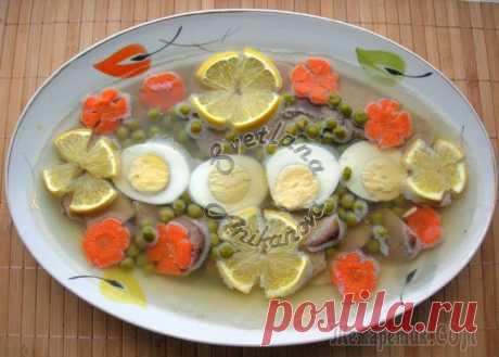 Традиционная новогодняя закуска - заливное из языка