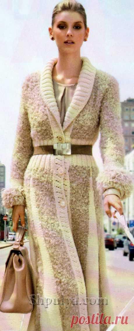 Стильное длинное пальто спицами  Размер: 42 (46)  Вам потребуется: 1000 (1200) г пряжи ECOLOGICA Pura Lana (50% мериносовая шерсть, 50% альпака, 85м/50г) натурального цвета; 500 (600) г пряжи букле ASTRAKAN Katia (50% акрил, 40% мох…