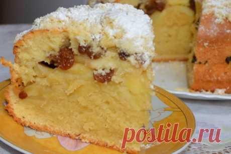 Нежный, сочный пирог с яблоками и изюмом