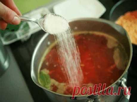 А вы знали, что если:  - В воду, в которой варится рис, влить столовую ложку уксуса, то рис станет белоснежным, рассыпчатым. - Щепотка соли, добавленная в кофе перед концом варки, придает напитку особый вкус и аромат. - Вы сможете легко и просто заменить майонез сметаной, добавив в нее растертый желток сваренного вкрутую яйца и чайную ложку горчицы. - Капусту для начинки порубив, сначала обдайте кипятком, а затем залейте на минуту холодной водой. Хорошенько отожмите и жарь...