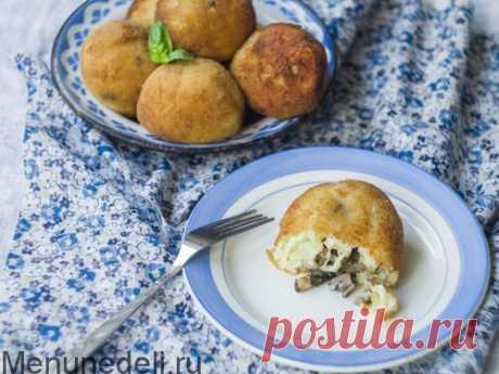 Рецепт Аранчини с лесными грибами | Меню недели Предлагаем вашему вниманию Аранчини с лесными грибами. Это блюдо сицилийской кухни, рисовые шарики с начинкой, обжаренные во фритюре до золотистого цвета.