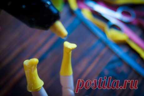 Дочка попросила сделать для куклы резиновые сапожки. Сделала за 10 минут при помощи воздушного шарика и клея | Живые вещи | Яндекс Дзен