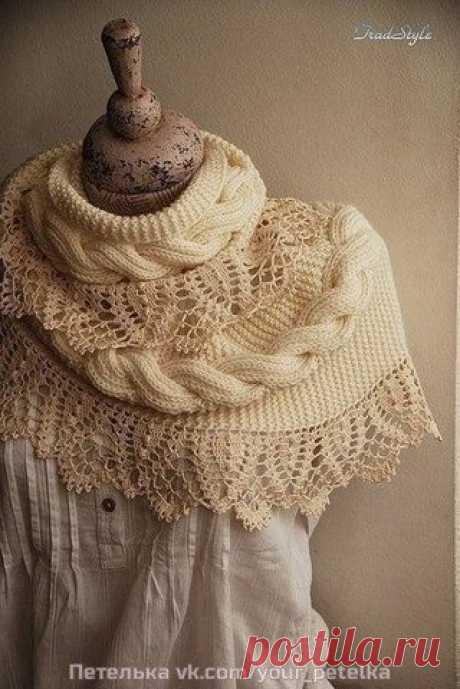 Большой шарф снуд.   Отделан по кромке широким ручным кружевом из тонкой хлопковой пряжи.  Кружево спадает лёгкими фалдами.  Общая длина снуда 170 см  Показать полностью…