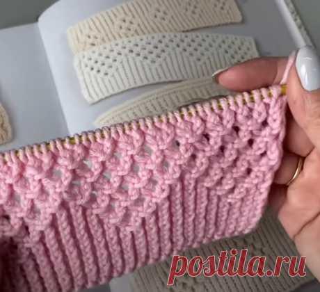 Как связать необычную и нарядную резинку спицами .