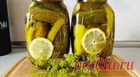 Хрустящие огурцы на зиму без уксуса и стерилизации. Все просят рецепт - Lady-Блог Готовчик - медиаплатформа МирТесен Хрустящие огурчики с дольками лимона и без уксуса получаются ароматными, вкусными, просто отличная закуска для любого праздничного стола. Для приготовления вам потребуются такие ингредиенты: огурцы; лимонные дольки по 1 – 2 в банку; перец сладкий, 1 шт; укроп, листья хрена; чеснок, по 2 зубчика в
