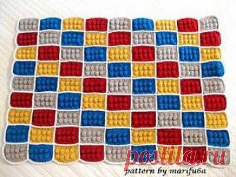 Как связать детский плед «Лего» крючком Для тех у кого есть детки, наверняка, понравится данный урок по вязанию детского пледа крючком. Замечательный детский плед, связанный из мягкой пряжи, станет любимым предметом для вашего ребенка.