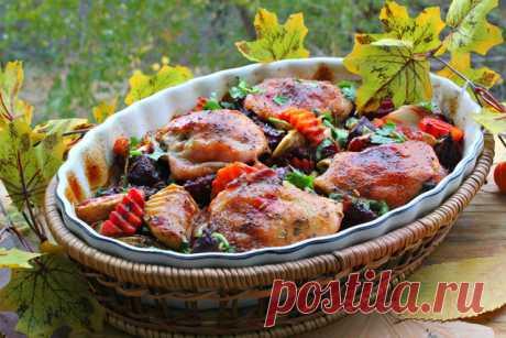 Куриные бедрышки в деревенском стиле бедро куриное (вес 650 гр) — 4 шт. свекла (небольшие) — 2 шт. морковь (средняя) — 1 шт. яблоко — 1 шт. сельдерей черешковый (1 черешок) — 1 шт. лук репчатый (большой) — 1 шт. перец черный...