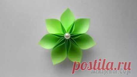 Цветок из бумаги - детские поделки своими руками Цветы - традиционный подарок к 8 марта. Из бумаги также можно сделать цветок. Очень простая детская поделка - это бумажный цветок, которую сможет сделать каждый ребенок и подарить его своей маме или у...