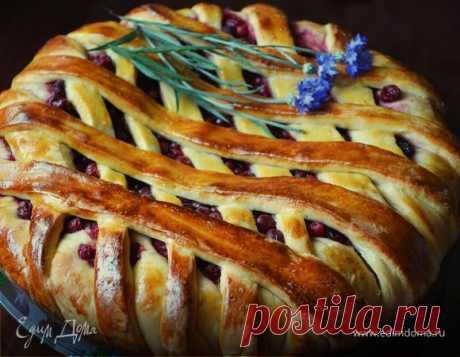 Пирог с вишней и смородиной (дрожжевое тесто на кефире). Ингредиенты: кефир, дрожжи свежие, яйца куриные