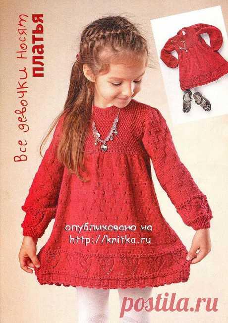 Платье для девочки спицами..