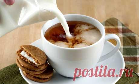 Ученые: Женщинам очень опасно пить чай с молоком