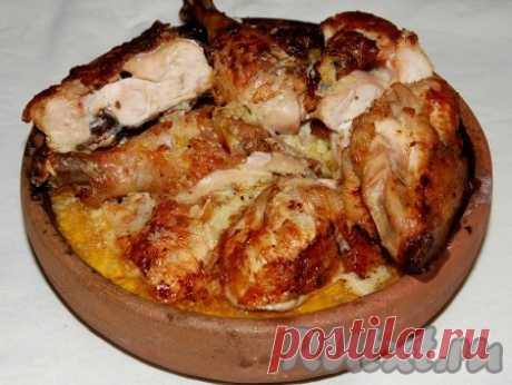 Чкмерули - вкусное блюдо грузинской кухни, которое готовится из курицы: