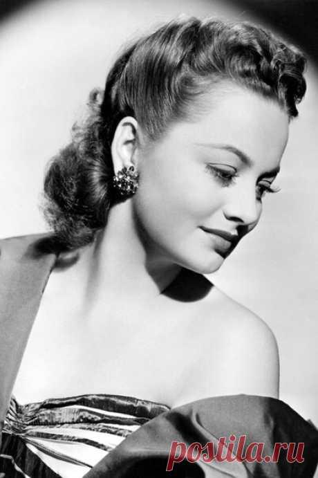 Дама Оливия Мэри де Хэвилленд (англ. Olivia Mary de Havilland; род. 1 июля 1916) — англо-американская актриса, одна из самых популярных и востребованных голливудских актрис 1930-х и 1940-х годов, обладательница двух «Оскаров» за лучшую женскую роль (1947, 1950). Наиболее известна ролями в фильмах «Приключения Робин Гуда» (1938), «Унесённые ветром» (1939), «Наследница» (1949) и «Тише, тише, милая Шарлотта» (1964). Одна из последних ныне живущих актрис «золотой эры» голливудского кинематографа.