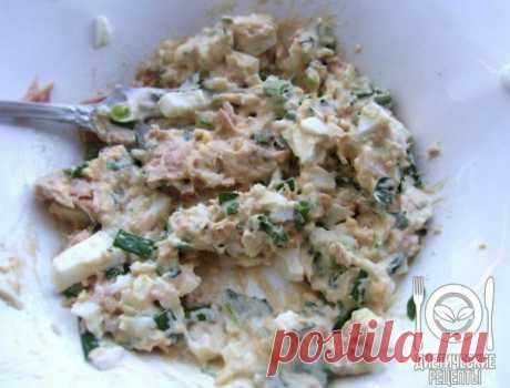 Tuna salad: it is possible even for the night! \u000aon 100 grams - 86.69 kkalb\/zh\/u - 14.48\/2.41\/1.11 \u000a\u000aIngredients: \u000aTuna tinned - 170 g\u000aNatural yogurt - 1 Art. of l\u000aEgg - 1 piece (boiled) \u000aGreen onions - 1 Art. of l\u000aCelery - 1 Art. of l\u000aLemon juice - 1 h l \u000aFor the recipe thanks to group Dietary recipes \u000a\u000aPreparation: \u000aTuna in own juice to open and merge liquid. To pound meat of a tuna by means of a fork, to lay out in a plate. To add the crushed boiled egg. Green onions and stalks...