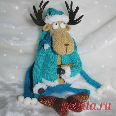 Лось Яшка. Стихотворение про лося, который помог собрать игрушки Дедушки Морозу. Игрушка связана крючком. #ЛосьЯшка #Стихотворениепролося #крючок #лось #игрушка #вязанаяжизнь #вязаныйлось #вязанаяигрушка #амигуруми #амигурумилось