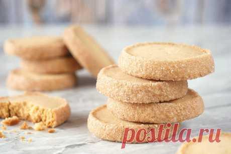 «Бриллиантовое» печенье из песочного теста - КУХНЯ МИРА    В знаменитых французских бистро часто подают нежное «Бриллиантовое» печенье из песочного теста с легким шлейфом ванили и миндаля. Повторить популярный рецепт будет довольно просто, а такого десерта долго не забудут ни гости, ни домашние. Ингредиенты: 150 граммов мягкого сливочного масла, 75 граммов сахарной пудры, 2 яичных желтка, 1 чайная ложечка ванильного сахара […]