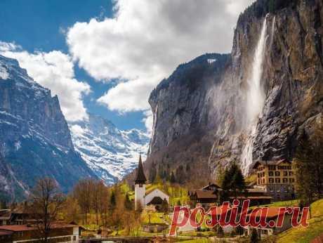 Швейцария. На фоне водопад Штауббах.