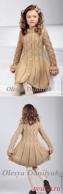 Пальто девочке, спицы
