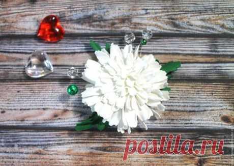 Купить Заколка для волос цветы из фоамирана Белая хризантема - ярко-красный, гребень для прически