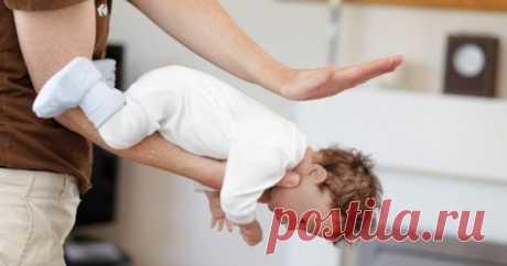 Si el niño se ha atragantado, él puede morir. ¡Recuerda las acciones en la situación peligrosa!