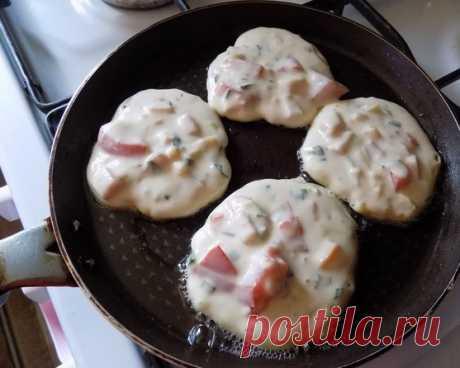 Завтрак-ФУРОР: Оладьи со вкусом пиццы   Моя семья еще никогда не была в таком восторге от завтрака. Это шедеврально, а по своей простоте гениально! Попробуйте, и поймете, о чем я говорю... ))  ИНГРЕДИЕНТЫ: Смоmpemь полностью