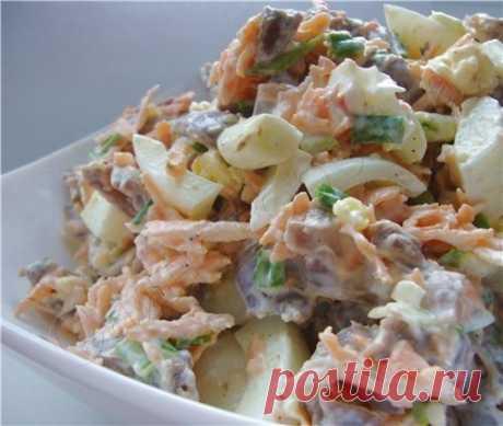 Рецепт: салат «Радость Жеглова» с куриными желудочками