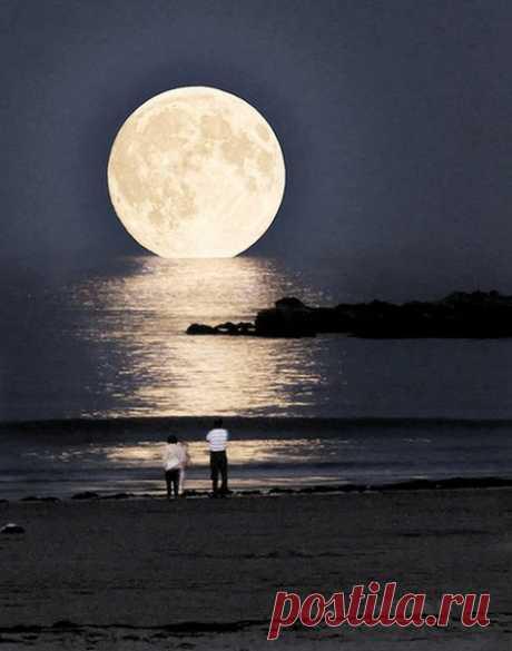 Луна над пляжем Ксерокамбос, Греция